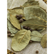 Перцы горошком и лавровый лист